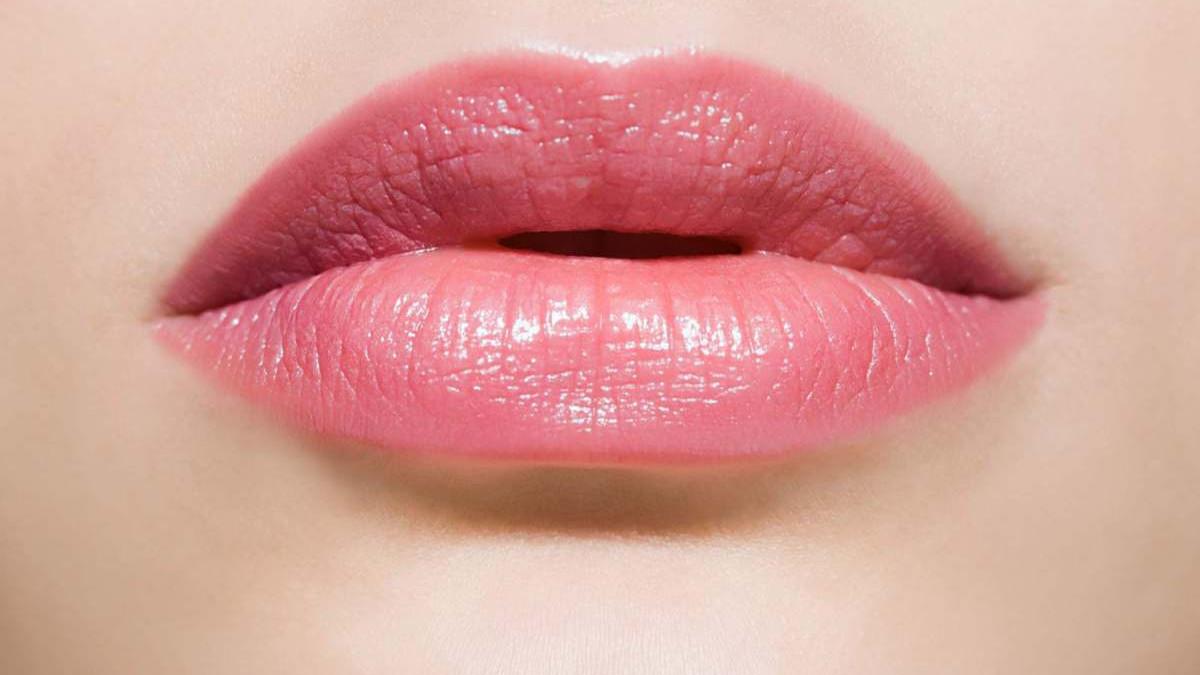 Tretirajte ispucale usne kod kuće: Prirodni preparati koji će pomoći