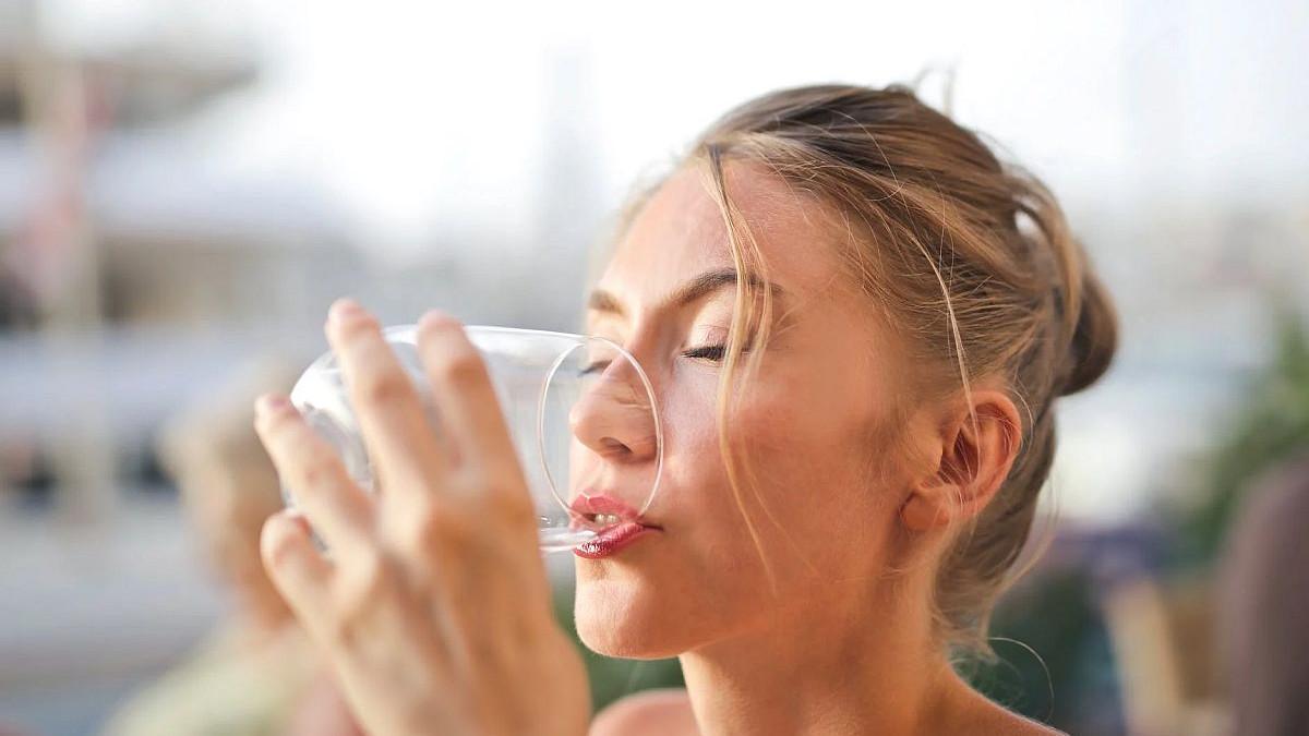 Kada povećate unos vode, vaša koža će vam zahvaliti na brojne načine