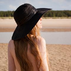 Osoba iznad u slici bez riječi - Page 18 Djevojka-sesir-zastitie-kosu-od-sunca-240-x240