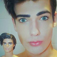 Ovako izgleda momak koji ličini na Kena
