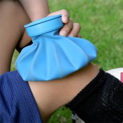 Držitite led do 2-3 minuta na povredi