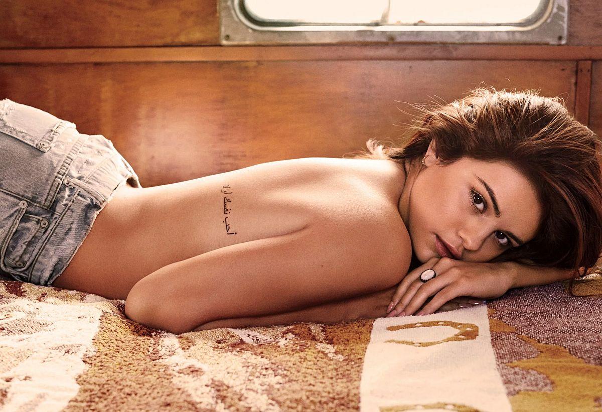 Selena Gomez svojim izgledom ostavlja bez daha, a bolest koju ima je ne zaustavlja da bude još bolja